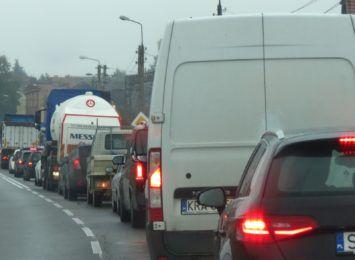 Racibórz zakorkowany. Powodem skumulowane inwestycje drogowe. Jak radzą sobie kierowcy? [FOTO]