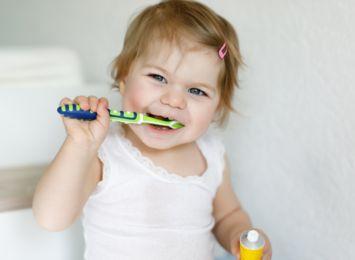 Zdrowe zęby dziecka! Co wpływa na stan uzębienia maluchów?