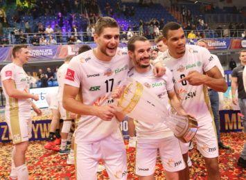 Siatkarze Jastrzębskiego Węgla zdobyli Super Puchar Polski! W meczu o trofeum wygrali 3:0 [FOTO]