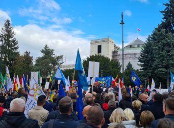 Nasz region w Warszawie. Samorządowcy uczestniczyli w zgromadzeniu w obronie mieszkańców