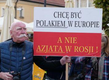 """""""Unia to my!"""" Na rybnickim rynku odbył się protest w sprawie polexitu [FOTO, LIVE]"""